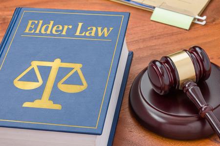 Foto de A law book with a gavel - Elder law - Imagen libre de derechos