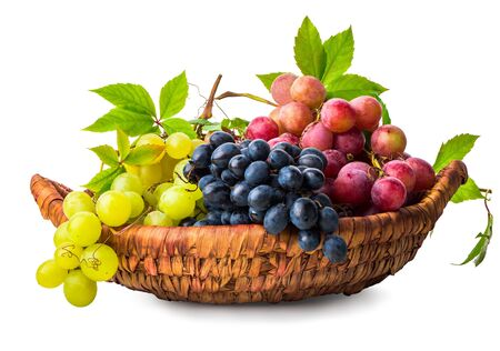 Photo pour Grape in wicker basket - image libre de droit