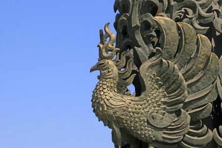 Photo pour Phoenix sculpture in the park - image libre de droit
