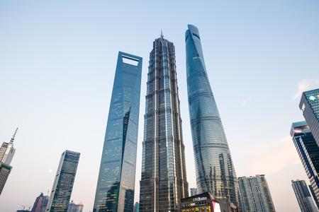 Photo pour shanghai world financial center - image libre de droit