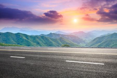 Photo pour asphalt road and mountain landscape at sunset - image libre de droit