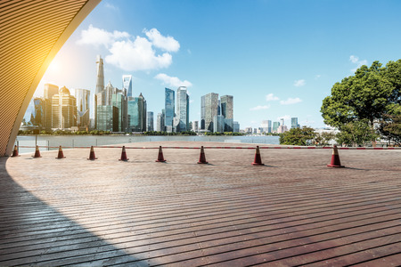 Photo pour Empty city square floor and modern city commercial buildings scenery in Shanghai, China - image libre de droit