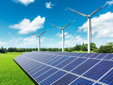 Photo pour Solar panels and wind turbines in green grass field - image libre de droit