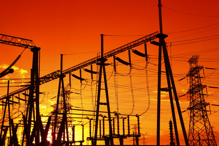 Photo pour The power supply facilities of contour in the evening, it is very beautiful - image libre de droit