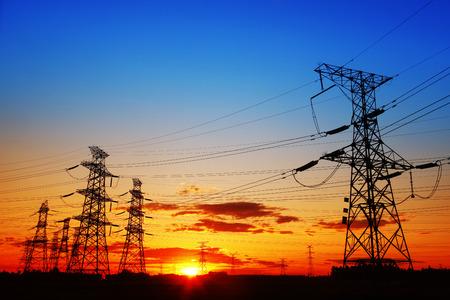 Photo pour The evening of the pylon outline, is very beautiful - image libre de droit