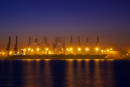 Foto per Freight dock of container crane at night - Immagine Royalty Free