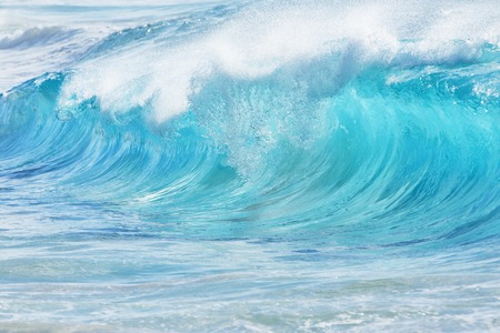 Foto de Turquoise waves at Sandy Beach, Oahu, Hawaii, USA - Imagen libre de derechos