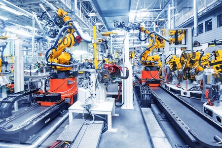 Photo pour robotic arms in a car plant - image libre de droit