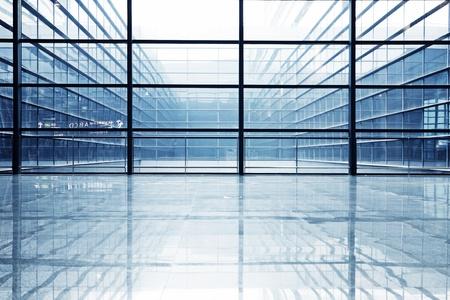 Foto de image of windows in morden office building  - Imagen libre de derechos