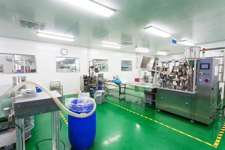 Photo pour pharmaceutical factory workshop interior - image libre de droit