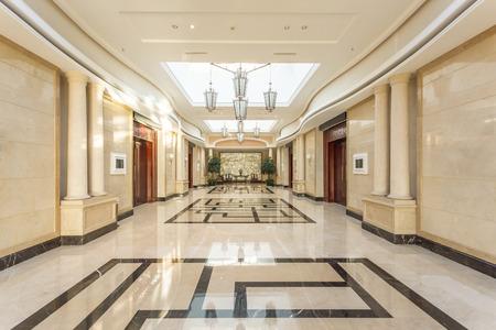 Foto de modern hotel interior and corridor - Imagen libre de derechos
