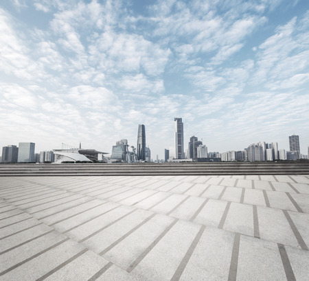 Foto de modern square with skyline and cityscape background - Imagen libre de derechos