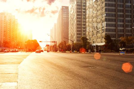 Foto de skyline,urban road and office buildings at sunset - Imagen libre de derechos