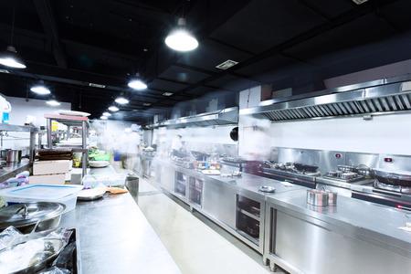 Photo pour modern kitchen and busy chefs - image libre de droit