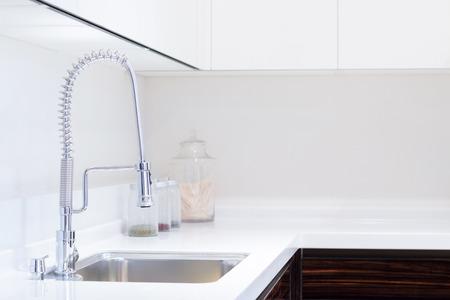 Foto de kitchen sink and decoration - Imagen libre de derechos