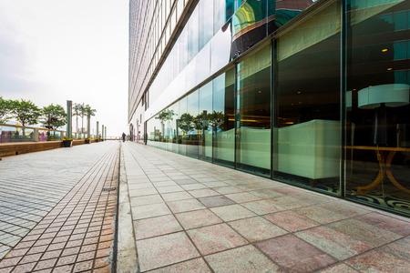 Photo pour modern commercial building with empty road as copy space. - image libre de droit
