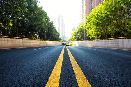 Photo pour urban road in modern city - image libre de droit