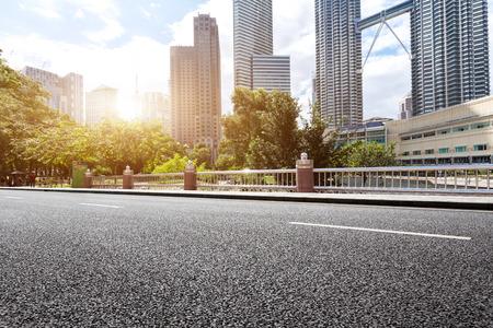 Photo pour empty asphalt road and modern buildings in midtown of kuala lumpur - image libre de droit