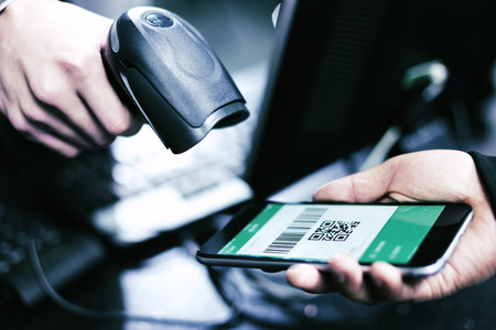 Photo pour Qr code payment , online shopping , cashless technology concept - image libre de droit