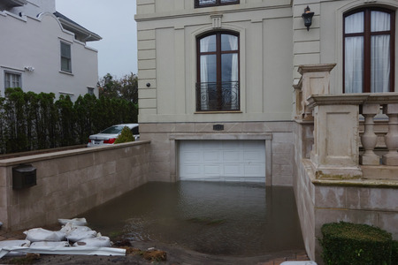 Foto de FAR ROCKAWAY, NEW YORK - OCTOBER 30, 2012: Completely flooded garage in the aftermath of Hurricane Sandy in Far Rockaway, New York - Imagen libre de derechos