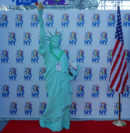 Foto de NEW YORK - NOVEMBER 28, 2017: Statue of Liberty with visitors ID at the Greater NY Dental Meeting . The Greater New York Dental Meeting is the largest healthcare and dental event in the USA - Imagen libre de derechos