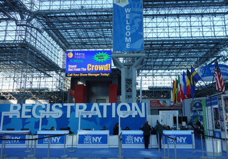 Foto de NEW YORK - NOVEMBER 28, 2017: Registration area at the Greater New York Dental Meeting at Javits Center. The Greater New York Dental Meeting is the largest healthcare and dental event in the US - Imagen libre de derechos