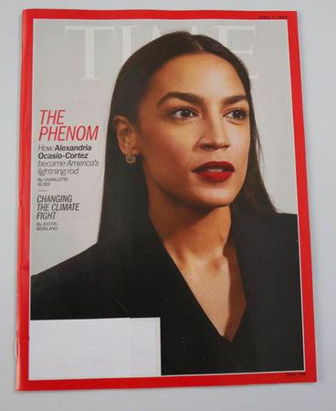 Foto de BROOKLYN, NEW YORK - MAY 5, 2019: Congresswoman Alexandria Ocasio-Cortez appears on the cover of the TIME magazine, under the headline: - Imagen libre de derechos