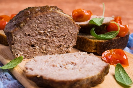 Photo pour Traditional meatloaf with spices and vegetables on the table. Selective focus. - image libre de droit