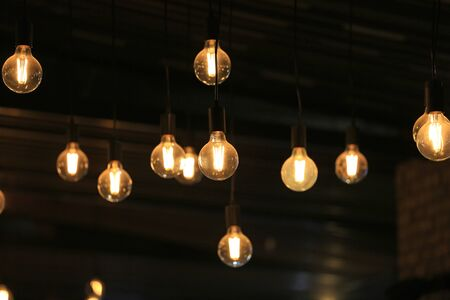 Photo pour Vintage glowing light bulbs hanging. Decorative antique style light bulbs. - image libre de droit