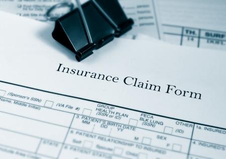 Photo pour Insurance claim form and bills - image libre de droit