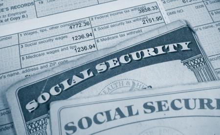 Photo pour W2 tax form and Social Security cards                                - image libre de droit