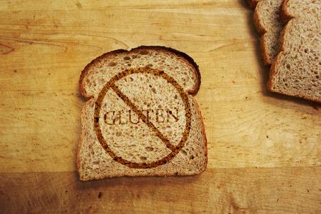 Foto de Slice of bread with Gluten text - Gluten Free diet concept - Imagen libre de derechos