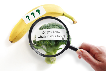 Photo pour Whats In Your Food label on broccoli with magnifying glass -- food safety or GMO concept - image libre de droit