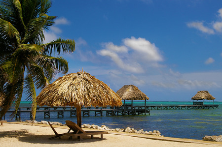 Photo pour View of beach resort in Ambergris Caye Belize - image libre de droit