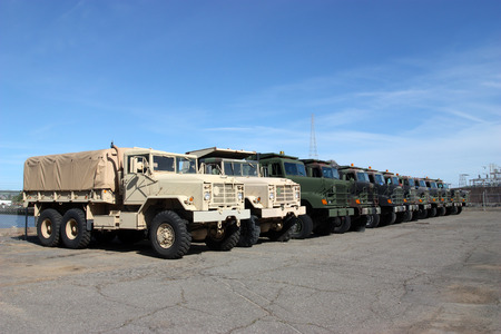 Foto de Row of military vehicles - Imagen libre de derechos