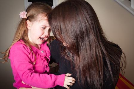 Foto de crying little girl being comforted by her mother, great parenting image - Imagen libre de derechos