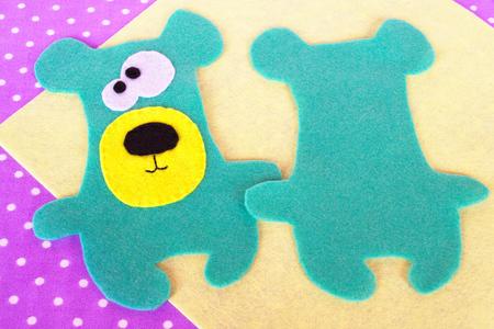 Photo pour Handmade felt green bear set - image libre de droit