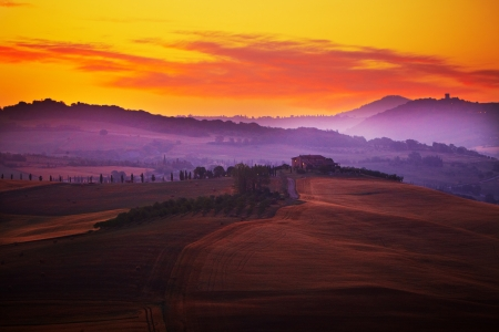Photo pour Landscape in Tuscany at sunset in summer  - image libre de droit