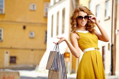 Foto für Shopping woman in city - Lizenzfreies Bild