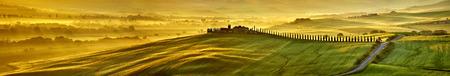 Photo pour HI res mega pixel  Tuscany hills panorama - image libre de droit