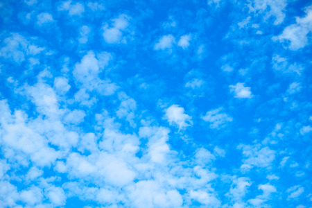 Foto de Blue sky with white fleecy clouds, may be used as background - Imagen libre de derechos