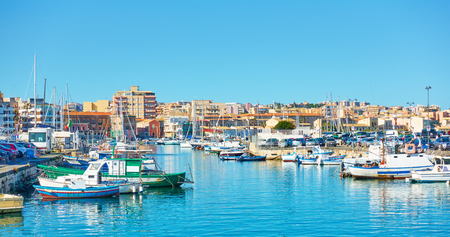 Foto per Yachts and fishing boats in the port of Syracuse, Sicily, Italy - Immagine Royalty Free