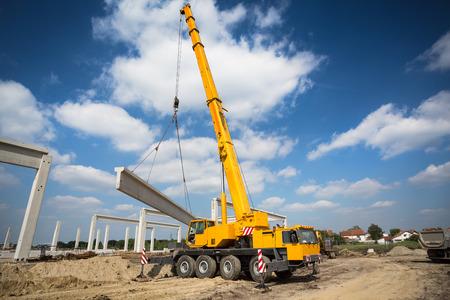 Foto de Mobile crane - Imagen libre de derechos