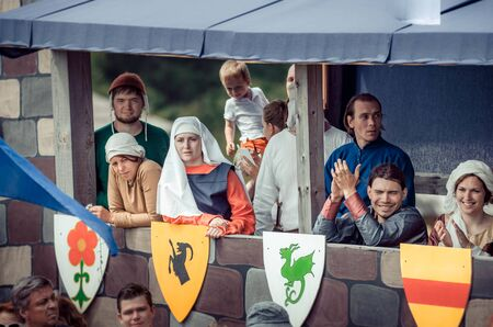 Photo pour RITTER WEG, MOROZOVO, APRIL 2017: Ladies and gentlemen in medieval clothes stand in bed watching the tournament of Knights. Historical reconstruction. - image libre de droit