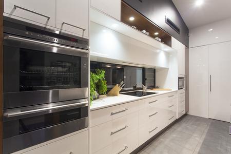 Photo pour New LED lit modern kitchen in stylish home - image libre de droit