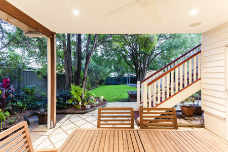 Small outdoor entertaining area in sylish home