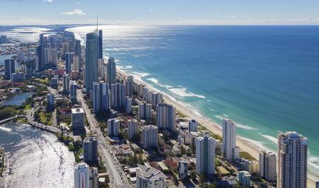 Foto de Aerial view of Surfers Paradise on the beautiful Gold Coast, Australia - Imagen libre de derechos