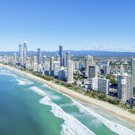 Foto de Sunny Surfers Paradise on Queensland's Gold Coast. - Imagen libre de derechos