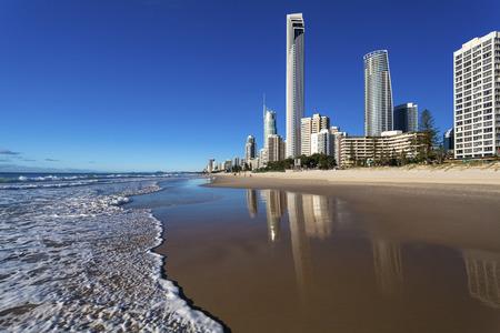 Foto de View of Surfers Paradise from beach on Queensland's Gold Coast - Imagen libre de derechos