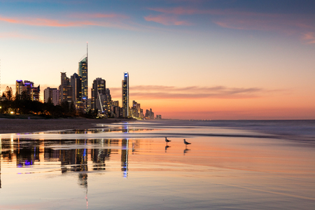 Foto de Surfers Paradise highrises at sunset, Gold Coast, Australia - Imagen libre de derechos